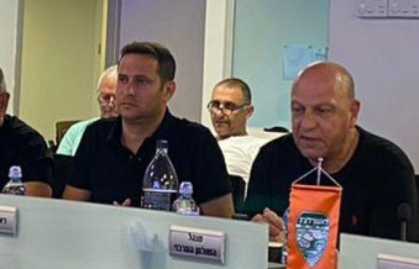 ישיבת חירום:כבר לפני יומיים הנחה ראש העיריה רז קינסטליך, לסגור את חופי הרחצה וגם היום שב וקרא לתושבים להימנע מכך.