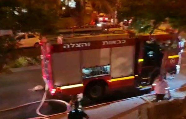 הלילה:חולץ לכוד מתוך שריפה באחת הדירות ברחוב ירושלים ,ראשון לציון