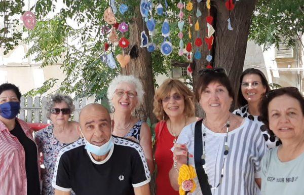 """בחגיגות יום ההולדת של ראשל""""צ בט""""ו באב השתתפו כ-3000 תושבים, נשים סורגות קישטו את עצי בית גורדון…היה שמח"""