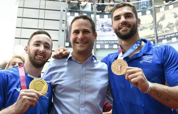 עיריית ראשון לציון עשתה כבוד גדול לשני המדליסטים האולימפיים, בני העיר, ארטיום דולגופיאט ופיטר פלצ'יק