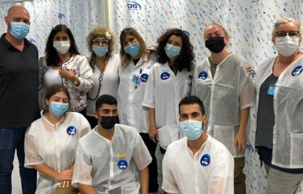 למעלה מ- 12,000 חברי מכבי שירותי בריאות בראשון לציון קיבלו את החיסון השלישי מאז החל מבצע החיסון לבני 60 + בעיר