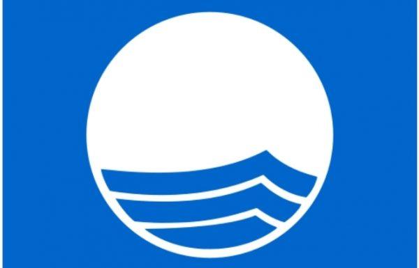 """תו האיכות הסביבתי: """"דגלים כחולים"""" בכל חופי ראשון לציון בפעם החמישית ברציפות"""
